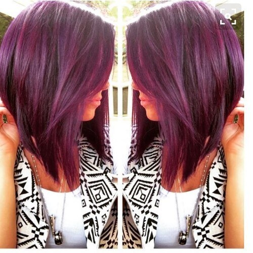 color de pelo oscuro burdeos