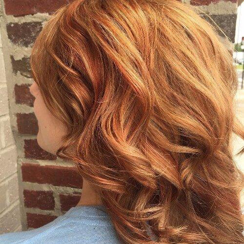 Pelo rojo cobre sutil