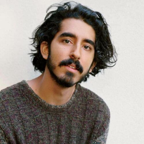 Peinado de flujo con bigote y barba