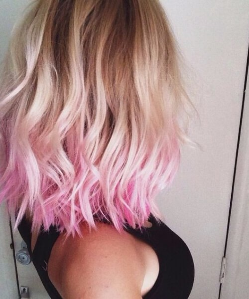 bañados en peinados de color rosa a la altura de los hombros