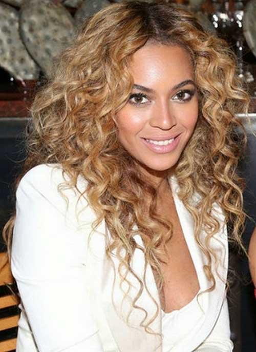 Cortes de pelo con capas de Beyonce para cabello largo y rizado