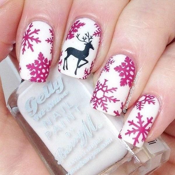 Los copos de nieve y el reno de Navidad Nail Art.