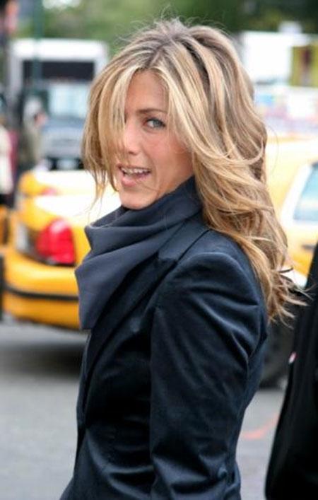 Jennifer Aniston pelo ondulado
