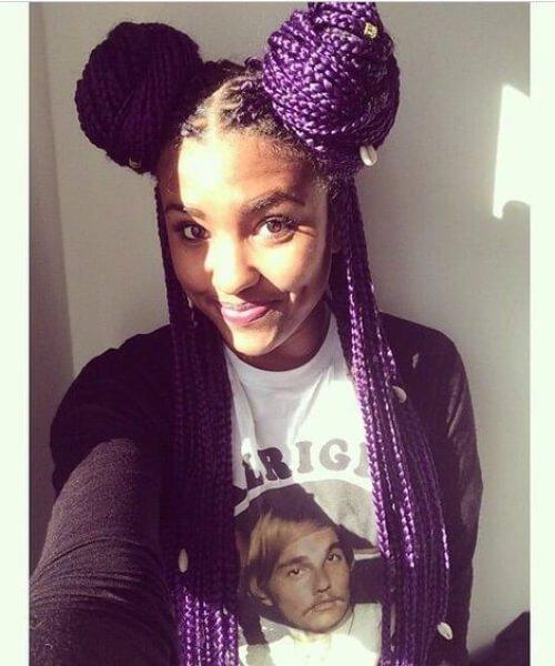 trenzas en caja de color púrpura cose en peinados
