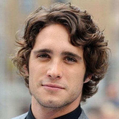 Peinados ondulados medianos para hombres