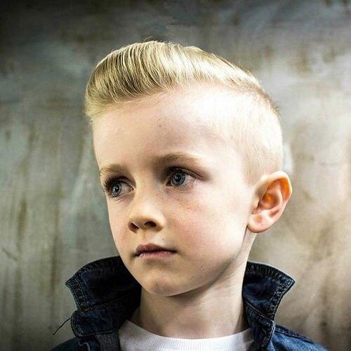 Corte de pelo del hombre joven Pompadour