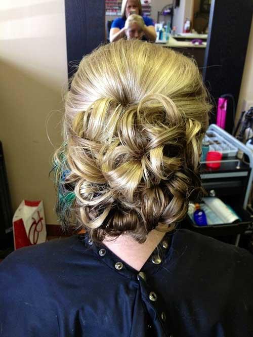 Rubia casual Updo peinados bajos
