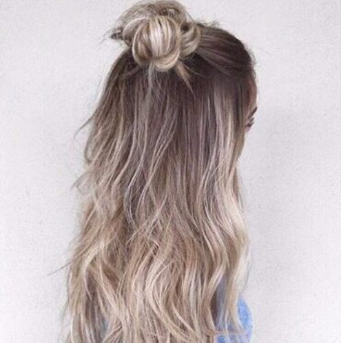 color del cabello balayage con textura de platino opal