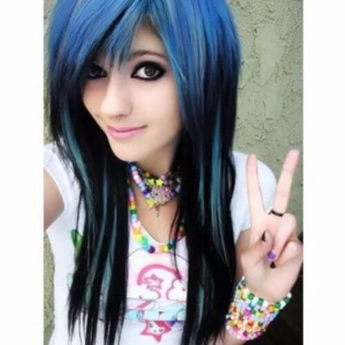 peinado emo negro y azul