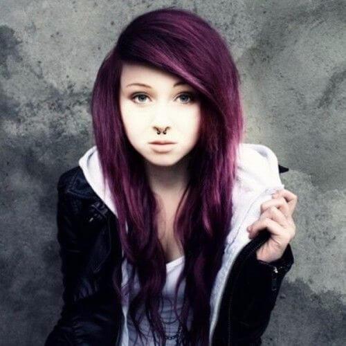 peinado de escena de pelo púrpura