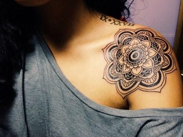 Hombro Mandala Tattoo para mujeres.