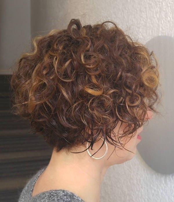 55280816-short-rizado-hairstylesshortcurlybrunettebob