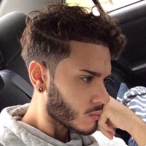 Corte de pelo de peluquero para cabello ondulado