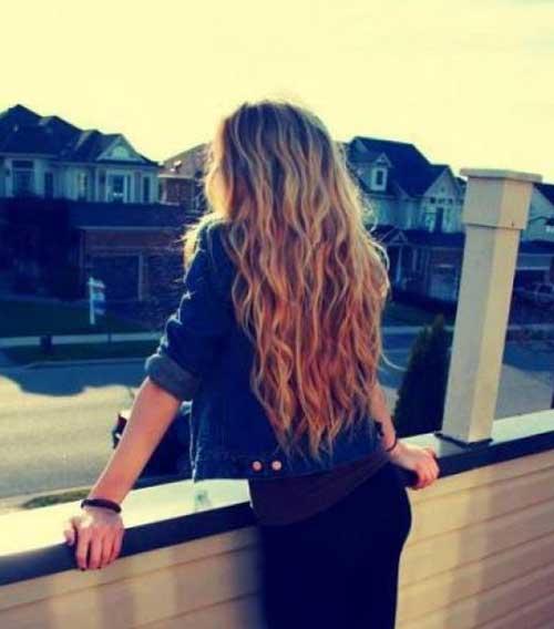 Peinado ondulado simple para niñas con pelo rizado