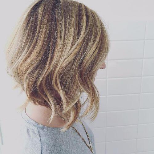 peinado bob corto con reflejos caramelo