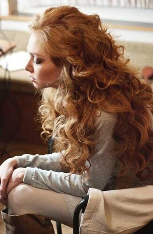 Muy largo cabello rubio rizado fresa