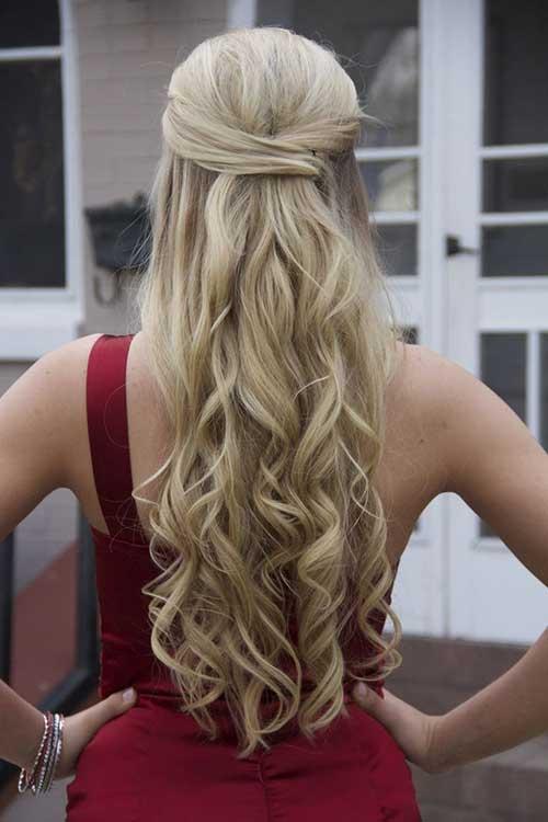 Mejor peinado de baile largo ondulado rubia