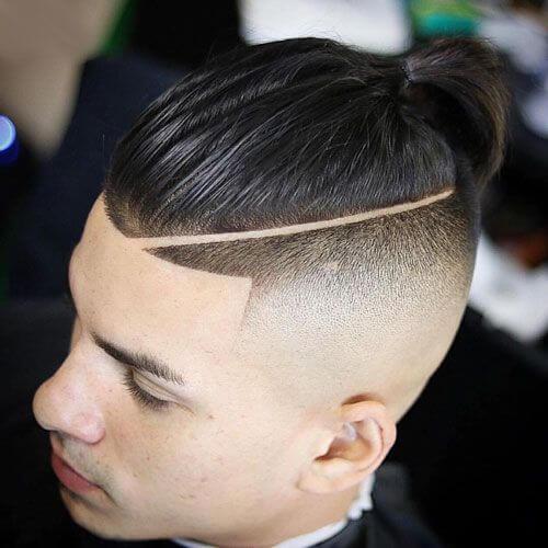 Peinado de moño de hombre con parte dura
