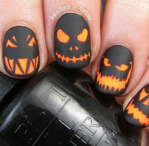 Creepy Pumpkin Heads Halloween Nail Art.  Ideas de arte de uñas de Halloween.