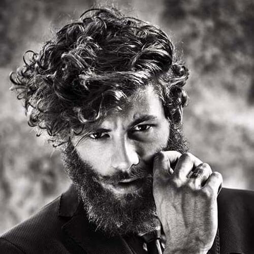 Shaggy Hairstyles para hombres con barbas gruesas y llenas