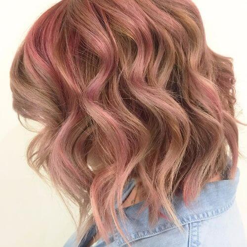 corte de pelo lob con reflejos rosados
