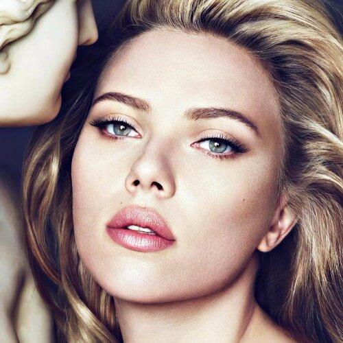 Scarlett Johansson cabello rubio sucio