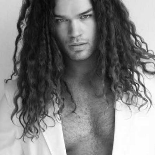 peinados largos y ondulados para hombres