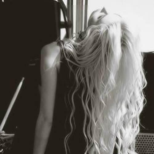 taylor momsen peinados rizados largos