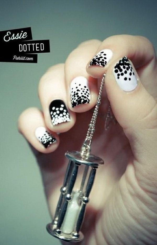 Polka Dot diseños de uñas en blanco y negro.