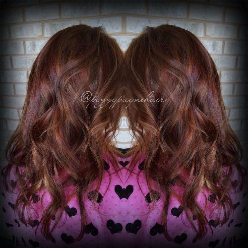 reflejos de caramelo en el pelo rojo marrón