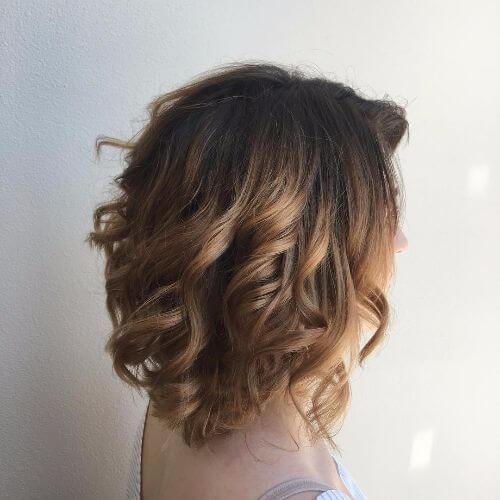 balayage de caramelo en el pelo corto de caramelo
