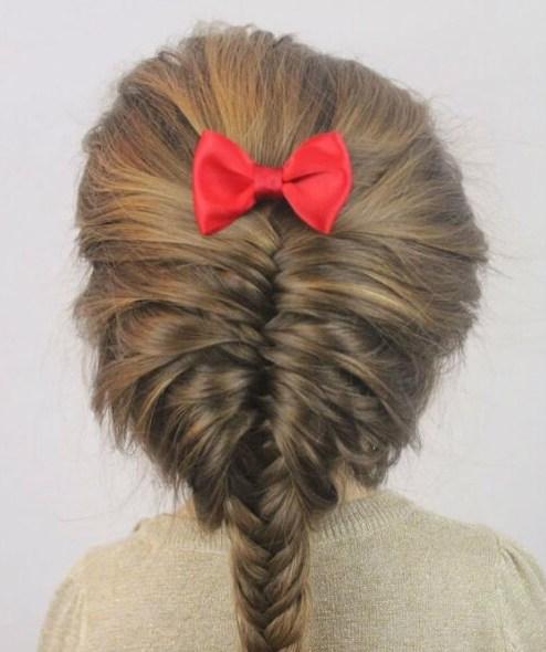 colas de pescado desordenado peinados de niña