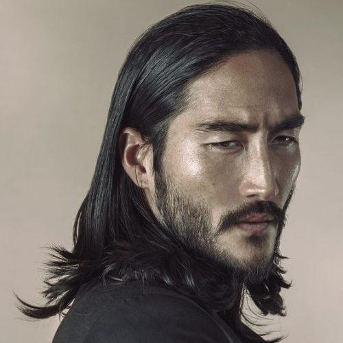 cabello de longitud media con extremos en ángulo