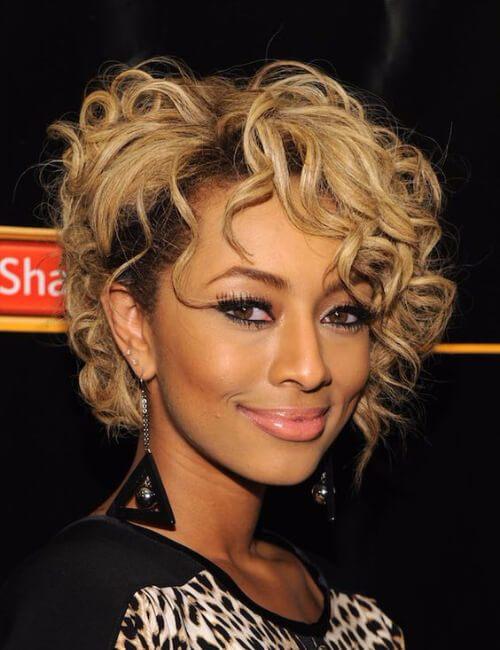 peinados cortos bob rizado desordenado para mujeres negras