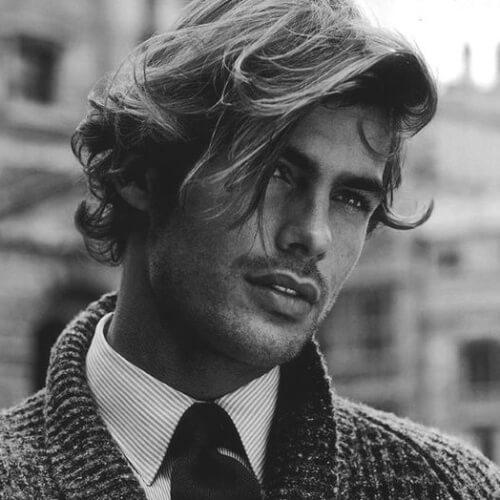 Hermosos peinados para hombres de cabello ondulado
