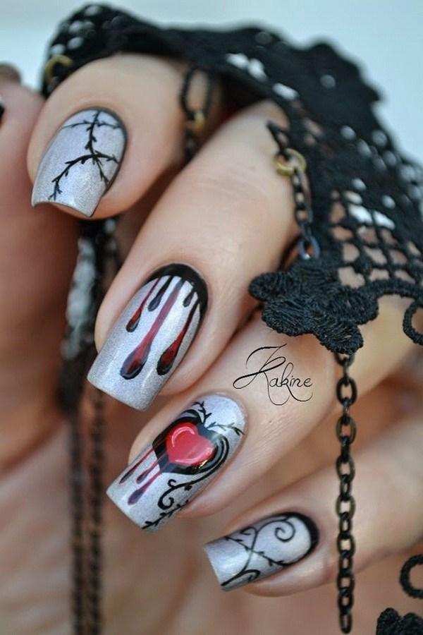 Diseños de uñas de Halloween en la base de plata.  Ideas de arte de uñas de Halloween.