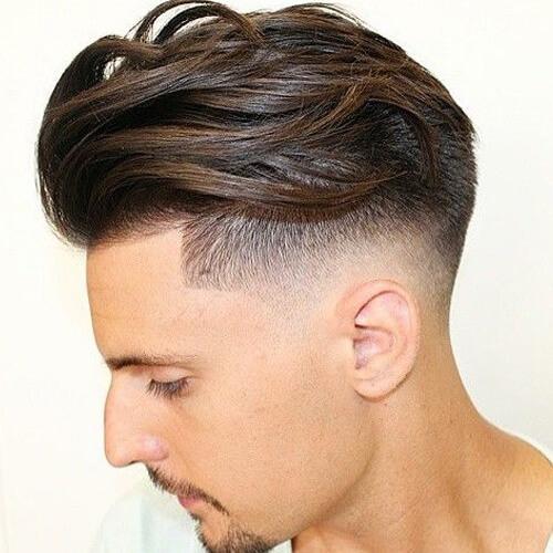 Peine sobre el peinado para el cabello ondulado