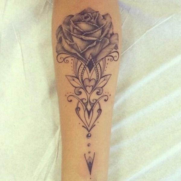 Tatuaje antiguo de Rose negra y gris.