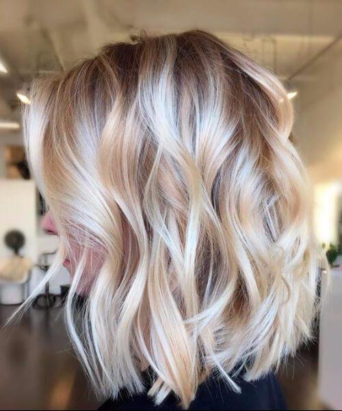 exuberantes peinados cremosos beige de longitud media