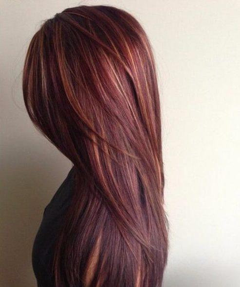 cabello castaño chocolate con caramelo y reflejos rojos