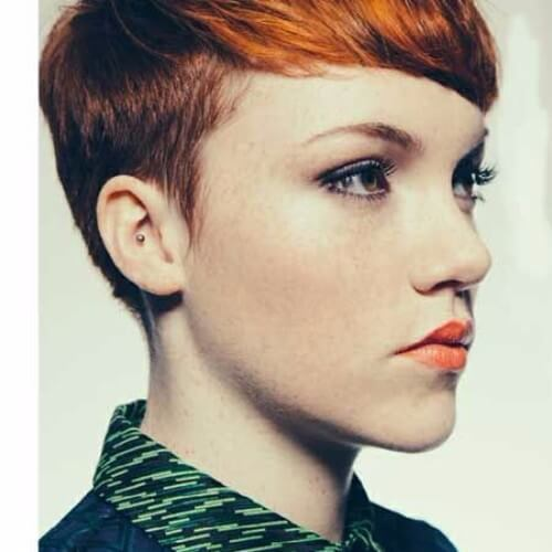 Corto cabello rojo cobre