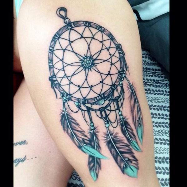 Idea del tatuaje del atrapasueños del muslo.