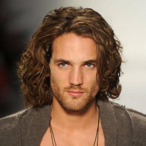 Peinados gruesos de longitud de barbilla para hombres