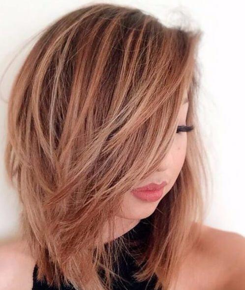 peinados de longitud media cabello rojo fresa