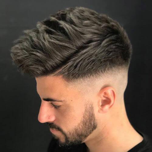 Peinados espigados mediados fade para los hombres