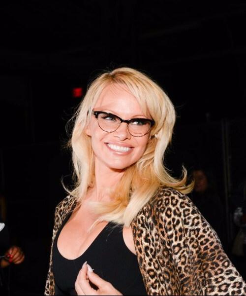 pamela anderson peinados para mujeres mayores de 40 años