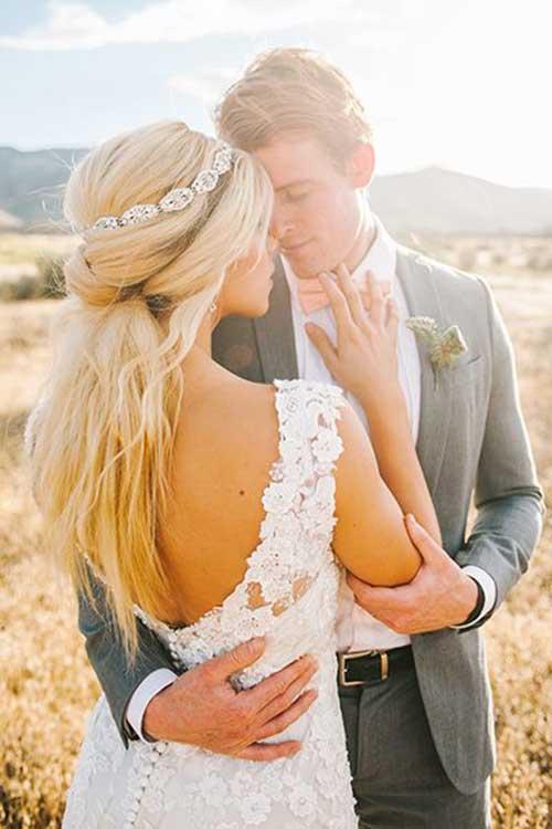 Pelo de Updo de la mitad de la boda