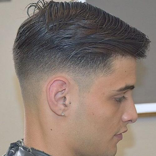 Corte de pelo Fade Fade con capas Wispy