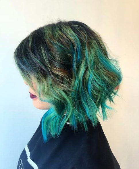 pelaje corto balayage verde pavo real