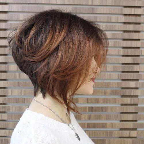 balayage caramelo en el pelo marrón chocolate